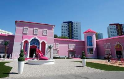 Occupying the Barbie Dreamhouse: Berliners Take on Mattel