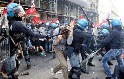 Tear Gas Unleashed as Tens of Thousands in Paris and Rome Protest Austerity