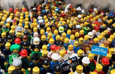 Toying with Climate: Greenpeace Launches Protests to Rid Shell Oil Branding from Legos