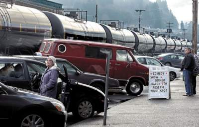 """Rail CEOs to Investors: """"Bomb Trains"""" Safe at Almost any Speed"""