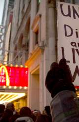 Fast Food Workers in Chicago Plan a Walk-Out